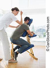 profesjonalny, terapeuta, samica, człowiek, masaż, udzielanie