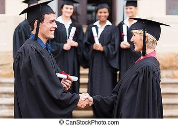 profesor, absolwent, potrząsanie, młody, ręka