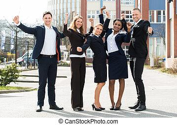 przód, gmach, businesspeople, szczęśliwy