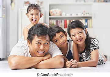 przedstawianie, asian rodzina, podłoga