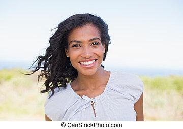 przypadkowy, kobieta uśmiechnięta, aparat fotograficzny