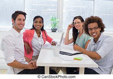 przypadkowy, pracownicy, spotkanie stół