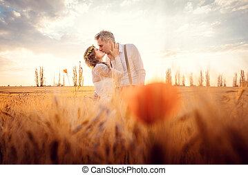 pszenica, romantyczna para, pole, zmontowanie, ślub, całowanie