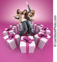 różowy, dary, kobiety, otoczony, szczęśliwy