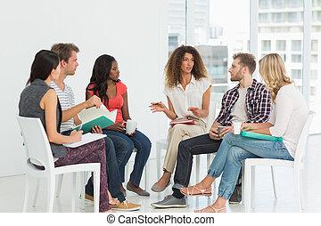 rehab, grupa, rozmawianie, terapeuta
