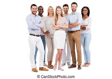 reputacja, czuć się, pełny, grupa, ludzie, biały, team., przeciw, dumny, patrząc, znowu, aparat fotograficzny, nosić, tło, długość, uśmiechanie się, przypadkowy, mądry, multi-ethnic