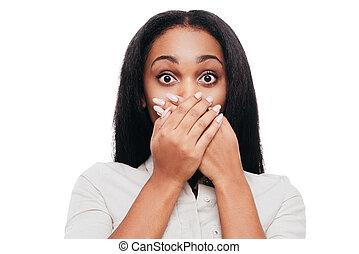 reputacja, nieprawdopodobny, kobieta, przykrycie, afrykanin, młody, wstrząśnięty, patrząc, znowu, aparat fotograficzny, usta, przeciw, tło, siła robocza, biały, news!