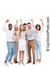 reputacja, podniesiony, team., grupa, pełny, ludzie, pomyślny, herb, przeciw, młode przeglądnięcie, znowu, aparat fotograficzny, nosić, tło, długość, biały, keeping, przypadkowy, mądry, szczęśliwy