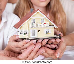 rodzina, posiedzenie, dom, miniatura, dzierżawa, wzór