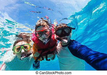 rodzina, snorkeling