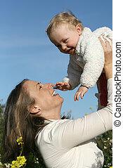 rodzina, uśmiechanie się, macierz, niemowlę, interpretacja, szczęśliwy
