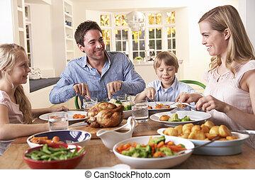 rodzinny obiad, piec, stół, kurczak, posiadanie, szczęśliwy