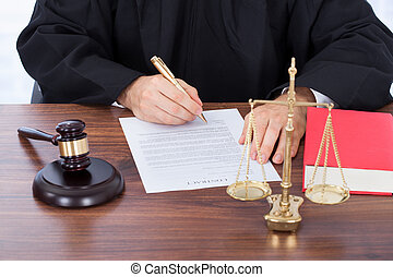 sędzia, znacząc, papier, kontrakt, biurko