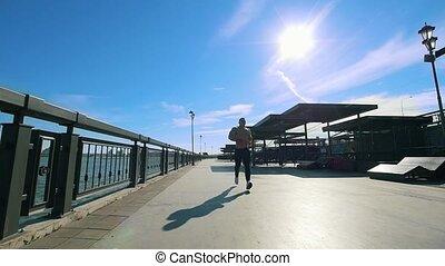 słoneczny, atleta, -, jogging, muskularny, deptak, dzień, powolny-ruch, samiec, człowiek