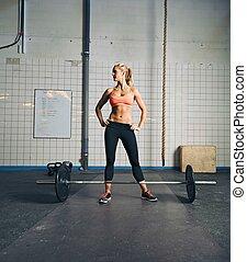 sala gimnastyczna, kobieta, młody, atak, barbell