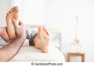 samiec, refleksologia, masaż, masażysta