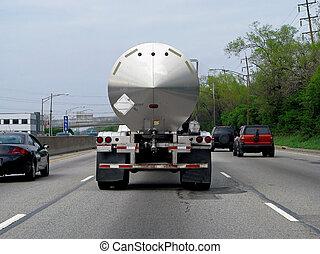 samochód tankowca