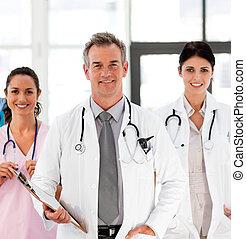 senior, jego, doktor, koledzy, uśmiechanie się
