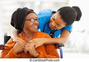 senior, pacjent, pielęgnować, samiczy afrykanin