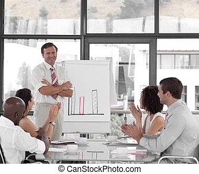 senior, prezentacja, handlowy, udzielanie, człowiek