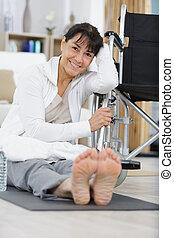 senior, terapia, krzesło, fizyczny, kobieta, koło