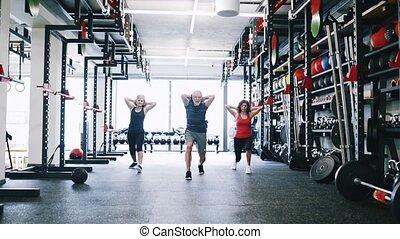 seniorzy, atak, pracujący, sala gimnastyczna, poza, płuca