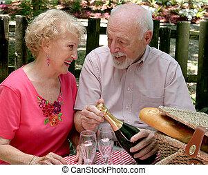 seniorzy, piknik, spojrzenie, -, kochający