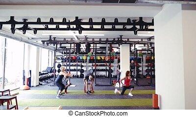 seniorzy, trener, atak, osobisty, sala gimnastyczna, różny, wykonuje