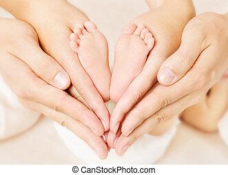 serce, miłość, nowo narodzony, znak, feet, rodzice, niemowlę, simbol, hands.