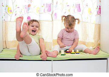 siostry, gra, być w domu, dzieci, razem