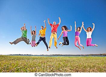 skokowy, ludzie, grupa, uśmiechnięty szczęśliwy