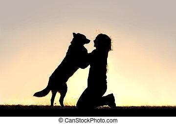 skokowy, sylwetka, pies, powitać, kobieta, szczęśliwy, do góry
