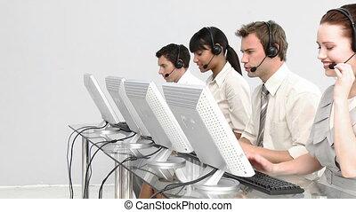 skoncentrowany, ludzie, pracujący