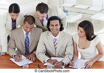 spotkanie, handlowy zaprzęg, multi-ethnic