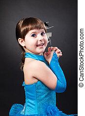 sprytny, mała dziewczyna, portret, uśmiechanie się, strój, księżna