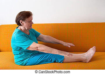 starsza kobieta, wykonując