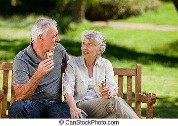 starsza para, śmietanka, lód, jedzenie, o
