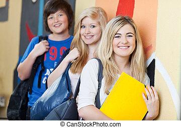 studenci, ściana, szkoła, szczęśliwy, nachylenie