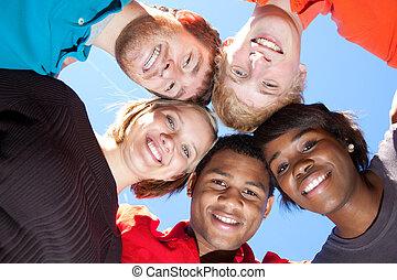 studenci, multi-rasowy, uśmiechanie się, kolegium, twarze