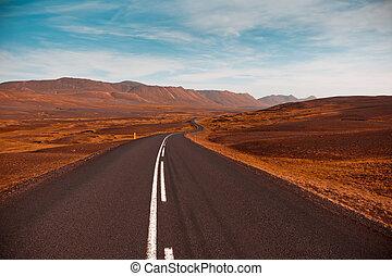 suchy, lato, wzgórza, główny, sky., wizerunek, błękitny, iceland., lawa, pole, przez, szosa, pod, filtrowany, żwir, krajobraz
