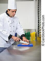 surowy, mistrz kucharski, deska, błękitny, łosoś, nóż, kuchnia, cięcie, profesjonalny, poważny