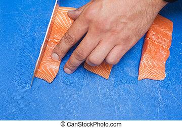 surowy, ostro, ręka, zamknięcie, łosoś, nóż, do góry, rozkrawając