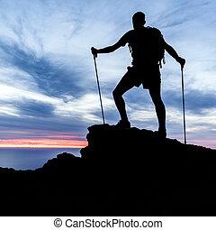sylwetka, hiking, ocean, zachód słońca, góry, człowiek