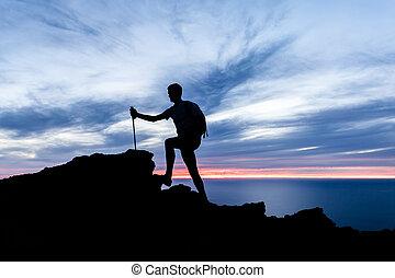 sylwetka, hiking, ocean, zachód słońca, góry, inspiracyjny, krajobraz, człowiek