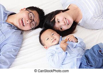 szczęśliwy, łóżko, rodzina, dzieci