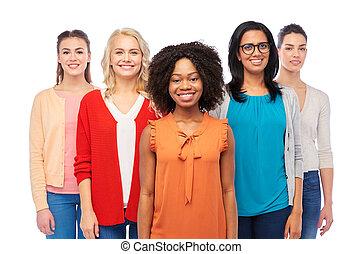 szczęśliwy, grupa, kobiety, międzynarodowy, uśmiechanie się