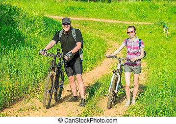 szczęśliwy, pieszy, bicycles, para, młody