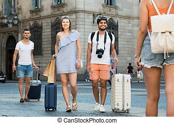 szczęśliwy, razem, para piesza, turyści, bagaż