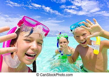 szczęśliwy, snorkeling, dzieci