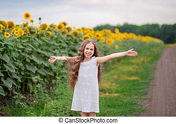 tło, sunflowers., dziewczyna, pole, kudły, piękny, portret